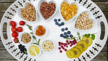 Трябва ли да спазваме диета след поставяне на зъбни импланти